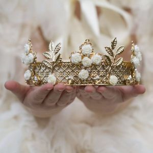 43ced2ea8f39c20f32cf6bb825f6edf7--fantasy-princess-royal-princess